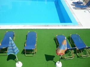 Πισίνα στο ή κοντά στο Karina Hotel