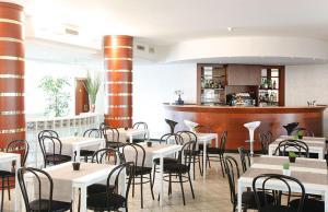 Een restaurant of ander eetgelegenheid bij Hotel Donizetti
