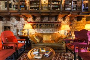 The lounge or bar area at Torre de Maneys
