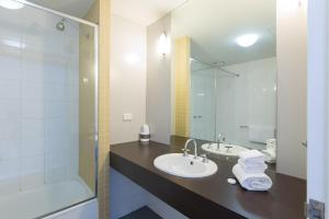 A bathroom at Great Southern Hotel Melbourne