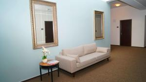 A seating area at Hotel Class