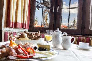 Breakfast options available to guests at Hotel Mondschein
