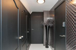 A bathroom at Design B&B Naarden Vesting