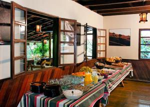 A restaurant or other place to eat at Pousada da Gruta