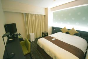 A bed or beds in a room at Takamatsu Tokyu REI Hotel