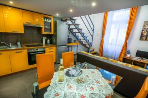 A restaurant or other place to eat at Holiday Budapest Superior Apartments
