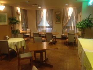 A restaurant or other place to eat at Hotel Sunroute Tochigi