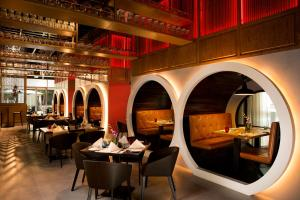 A restaurant or other place to eat at Ibis One Central - World Trade Centre Dubai