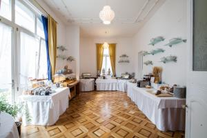 A restaurant or other place to eat at Classic Rooms by Carlton-Europe Vintage Adults Hotel