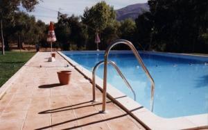 The swimming pool at or close to Cabañas Jimera de Líbar