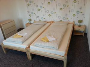 Posteľ alebo postele v izbe v ubytovaní Guest House U Lamy