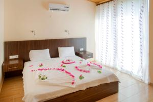 A bed or beds in a room at Kutle Hotel
