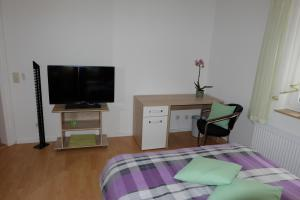 A television and/or entertainment center at Im Kuckucksnest