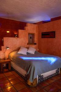 Ein Bett oder Betten in einem Zimmer der Unterkunft El Angel Azul Hacienda