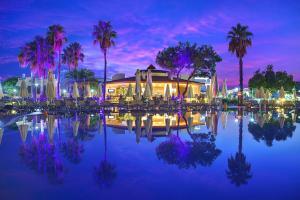 Бассейн в Bellis Deluxe Hotel или поблизости