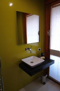 A bathroom at B&B Elia's