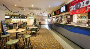 The lounge or bar area at Villawood Hotel