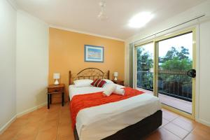 A bed or beds in a room at at Beach Court Holiday Villas