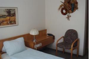 Ein Sitzbereich in der Unterkunft Hotel Chrüz