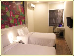 A bed or beds in a room at Nite & Day Batam Jodoh Square