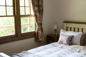 A bed or beds in a room at Buttercup Hill