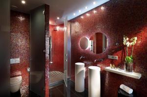 A bathroom at Eurostars Bcn Design
