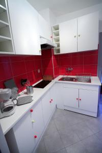 A kitchen or kitchenette at Riquewihr