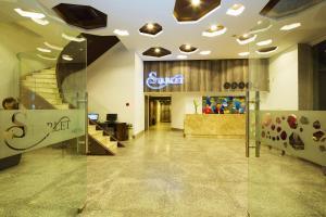 Лобби или стойка регистрации в Starlet Hotel