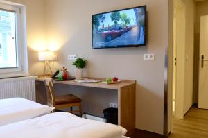 A television and/or entertainment centre at Hotel Five