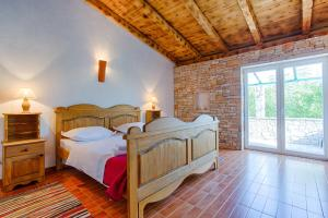 A bed or beds in a room at Rooms & Villas Nono Ban