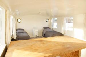 A bed or beds in a room at The Island Houseboat