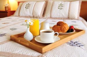 Breakfast options available to guests at Volyn