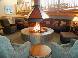 The lounge or bar area at Legacy Vacation Resorts Steamboat Springs Hilltop