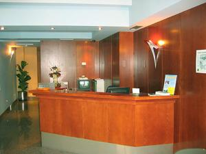The lobby or reception area at Hotel Doña Urraca
