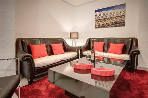 A seating area at Friendly Rentals Danna