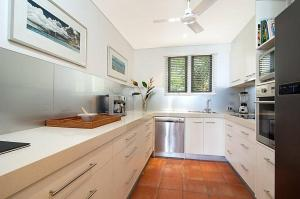 A kitchen or kitchenette at Hill #5