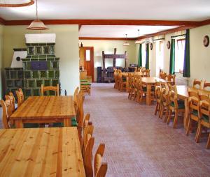 A restaurant or other place to eat at Wekler Családi Pincészet és Panzió