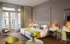 Cama ou camas em um quarto em Hôtel Château Frontenac