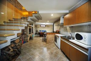 Una cocina o zona de cocina en El Rincón del Tarabilla