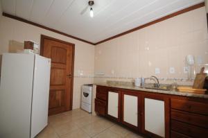 A cozinha ou cozinha compacta de Condomínio Mares de Búzios