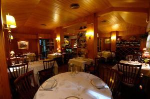 Restaurant o un lloc per menjar a Hotel Els Puis