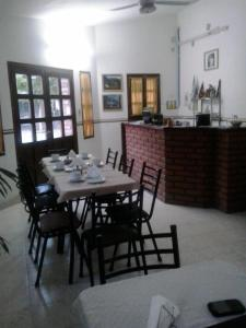 A restaurant or other place to eat at El Antigal Hostal
