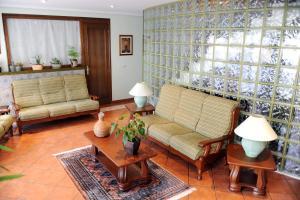 A seating area at Hostal Infanta Doña Leonor