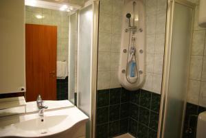 A bathroom at Apartments Lepur