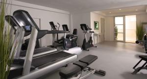 The fitness centre and/or fitness facilities at Ascott Sari Jeddah