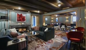 The lounge or bar area at L'Apogée Courchevel - an Oetker Collection Hotel