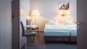 A bed or beds in a room at Excelsior Bochum