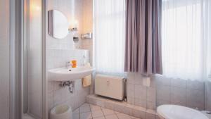 A bathroom at Excelsior Bochum