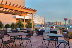 A restaurant or other place to eat at Hampton Inn & Suites Rosemont Chicago O'Hare