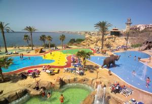 Vista de la piscina de Holiday World Resort o alrededores
